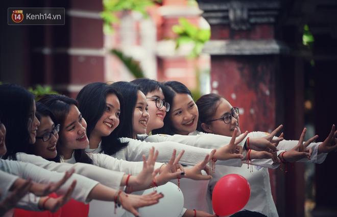 Không hổ danh là con gái Huế, dàn nữ sinh trường Quốc học khiến bao người ngẩn ngơ vì vẻ đẹp trong sáng, dịu dàng - ảnh 19