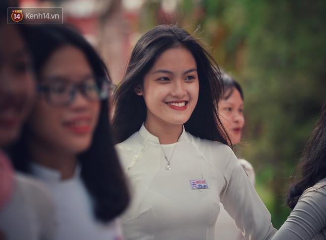 Không hổ danh là con gái Huế, dàn nữ sinh trường Quốc học khiến bao người ngẩn ngơ vì vẻ đẹp trong sáng, dịu dàng - ảnh 23