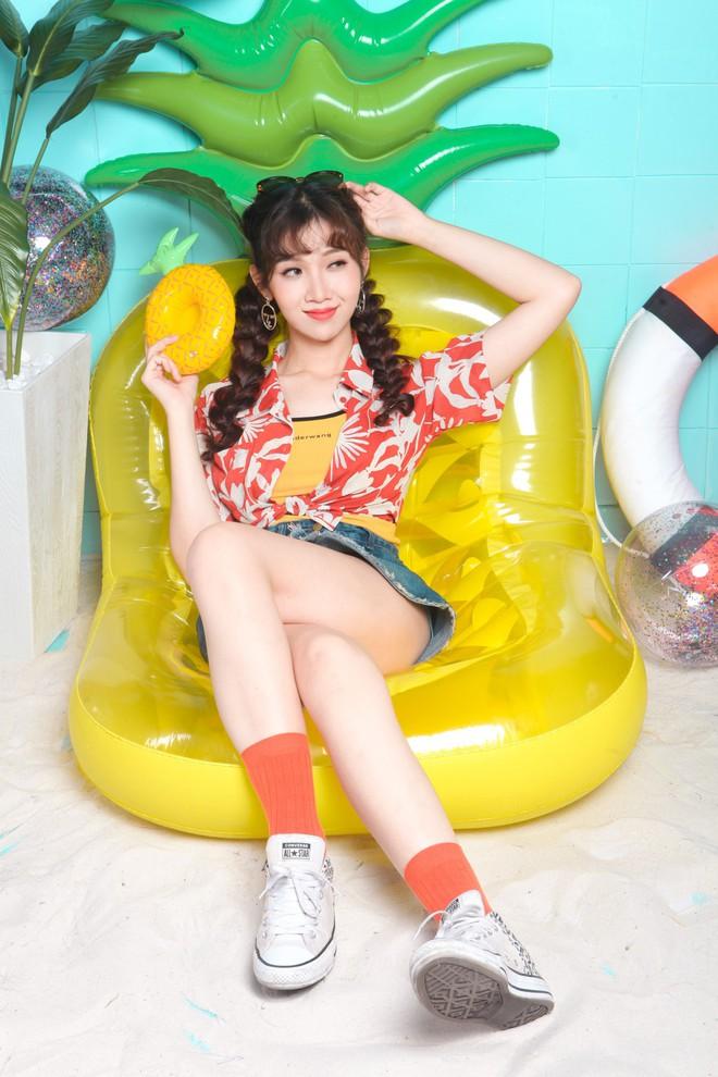 Nối gót Nữ hoàng LGBT Hương Giang, người đẹp chuyển giới Đỗ Nhật Hà nhận làm Host show thực tế - Ảnh 2.