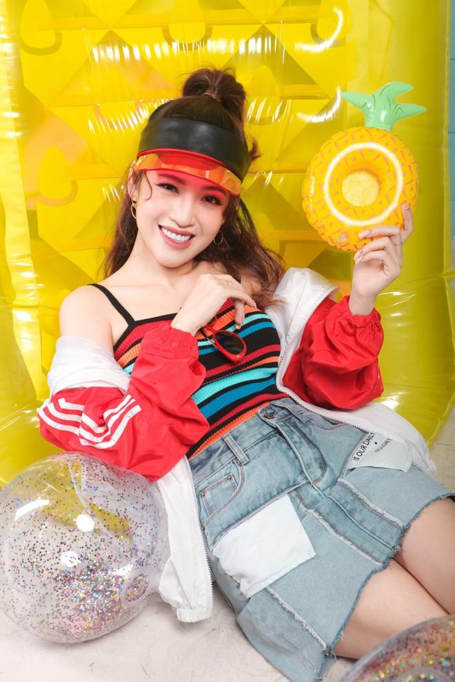 Nối gót Nữ hoàng LGBT Hương Giang, người đẹp chuyển giới Đỗ Nhật Hà nhận làm Host show thực tế - Ảnh 9.