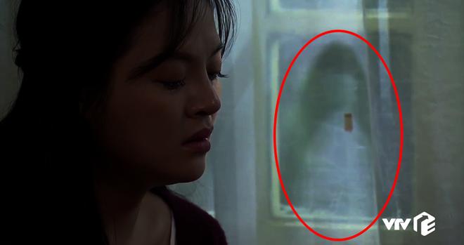 Chi tiết bí ẩn rợn người của Về Nhà Đi Con tập 32: Cái gì đang hiện lên trên tấm rèn cửa nhà Huệ? - ảnh 5