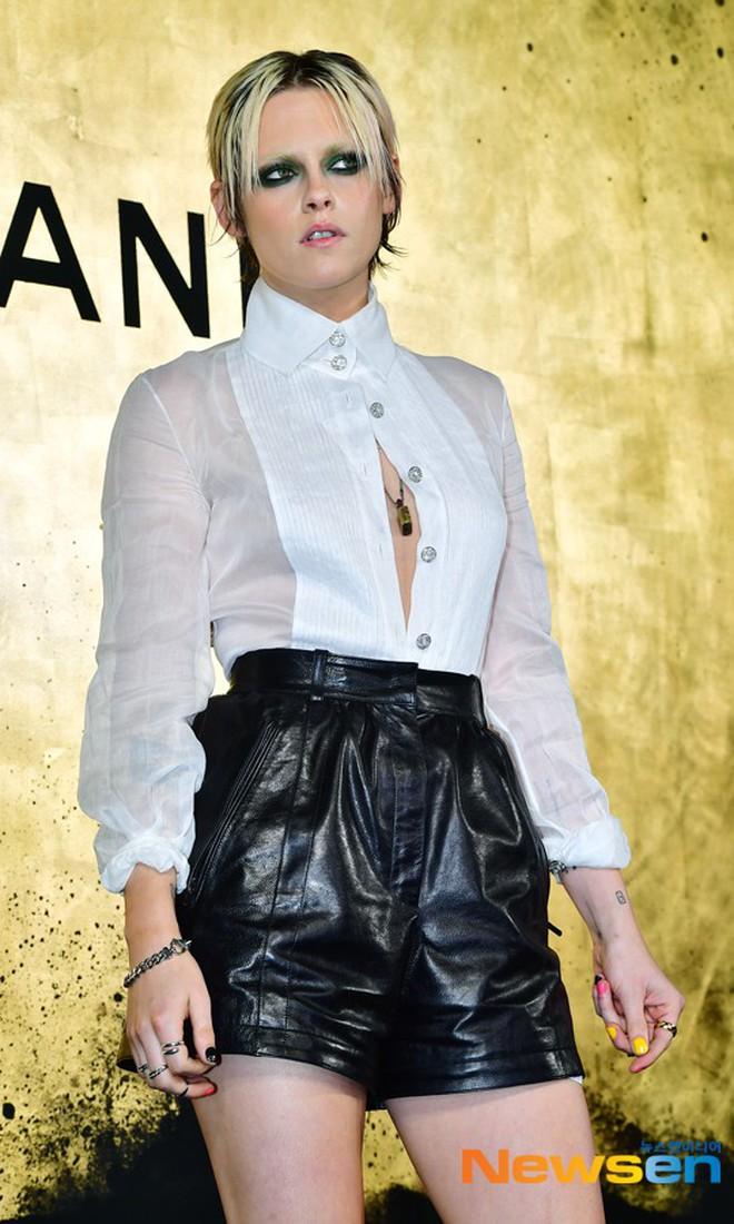 Sự kiện Chanel tại Seoul: Kristen Stewart xuất hiện với diện mạo dọa ma, chị em nhà Jessica - Krystal xuống sắc - ảnh 7
