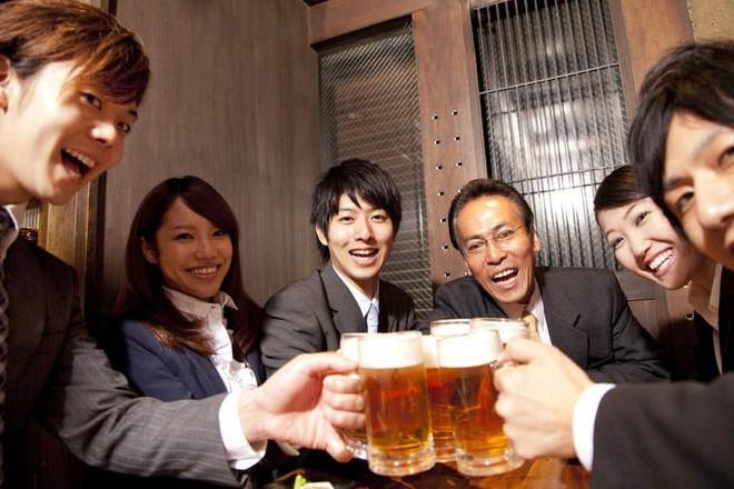 Dân văn phòng Nhật coi đi nhậu là câu chuyện văn hóa, có một số quy tắc ma mới phải thuộc nằm lòng - ảnh 4
