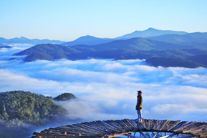 Kết quả hình ảnh cho cầu gỗ săn mây