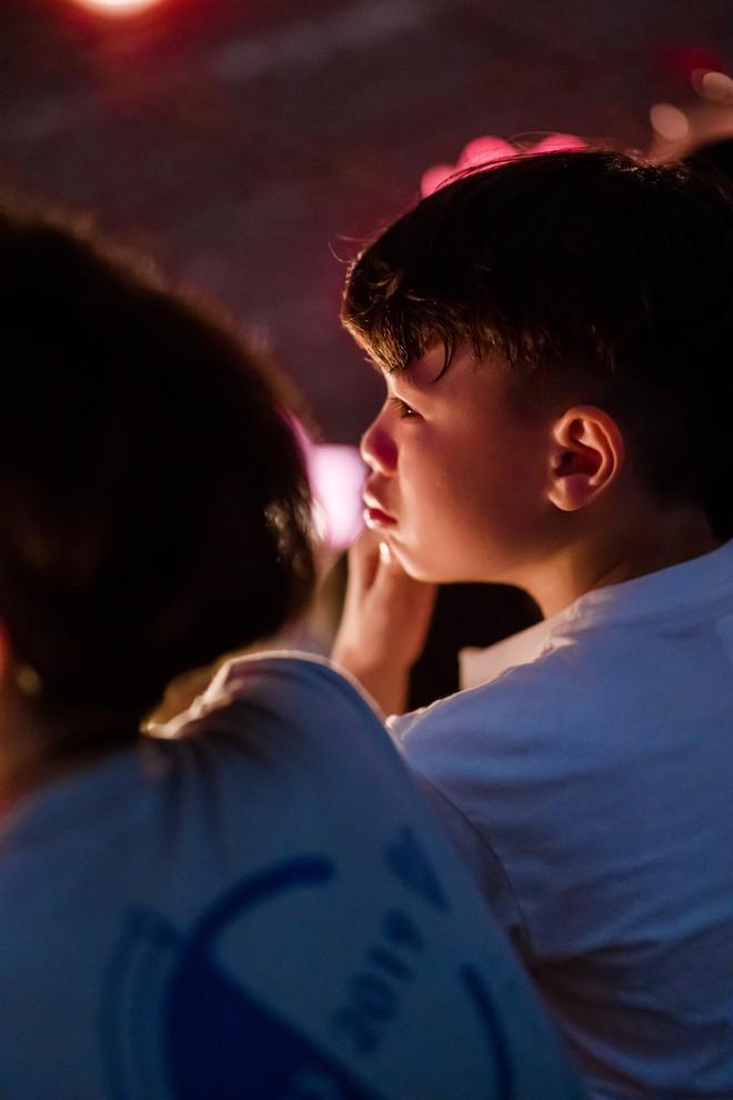 Cư dân mạng phát sốt trước nụ hôn hai nam sinh dành cho nhau lúc chia tay: Tình bạn đôi khi lãng mạn hơn tình yêu! - ảnh 10