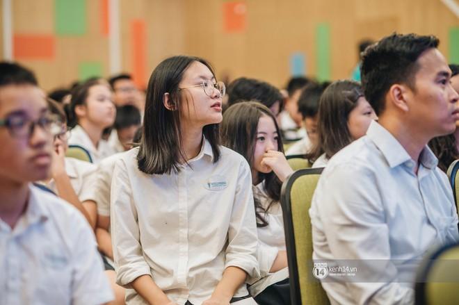 Đẳng cấp lễ bế giảng trường song ngữ quốc tế tại Hà Nội: Học sinh đẹp đã đành, nhan sắc thầy cô còn đỉnh cao hơn - ảnh 1