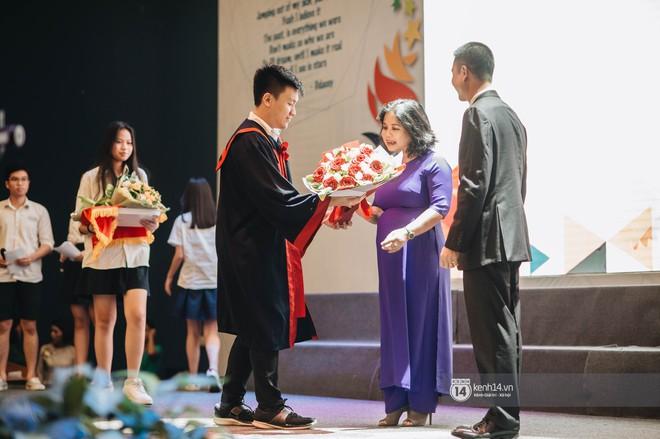 Đẳng cấp lễ bế giảng trường song ngữ quốc tế tại Hà Nội: Học sinh đẹp đã đành, nhan sắc thầy cô còn đỉnh cao hơn - ảnh 15