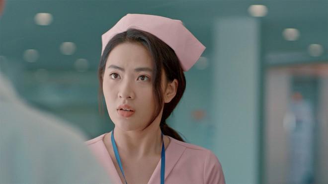 Phép thuật loạn xạ, chị em y tá hotgirl luyện bùa ếm trai đẹp như... phù thủy trong trailer Bệnh Viện Thần Ái - ảnh 12