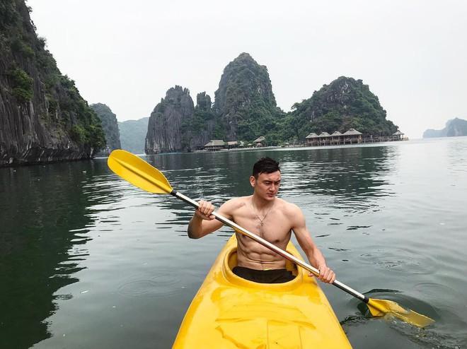 Lâm Tây khoe body 6 múi bên bờ biển trước khi về Việt Nam, vẫn bị đàn em không múi cà khịa - ảnh 4