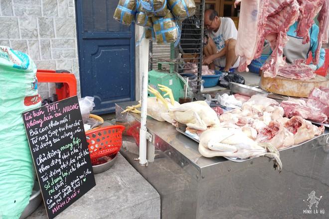 Người tặng tấm biển Tui bán rau, không bán túi nilon cho các sạp hàng ở Sài Gòn: Các cô chú làm được thì chúng mình cũng làm được! - Ảnh 5.