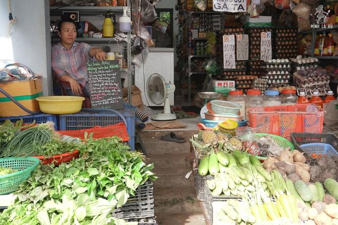 Người tặng tấm biển Tui bán rau, không bán túi nilon cho các sạp hàng ở Sài Gòn: Các cô chú làm được thì chúng mình cũng làm được! - Ảnh 2.