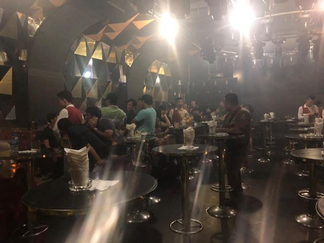 Hàng chục dân chơi tổ chức phê ma tuý trong vũ trường Đông Kinh - Ảnh 1.