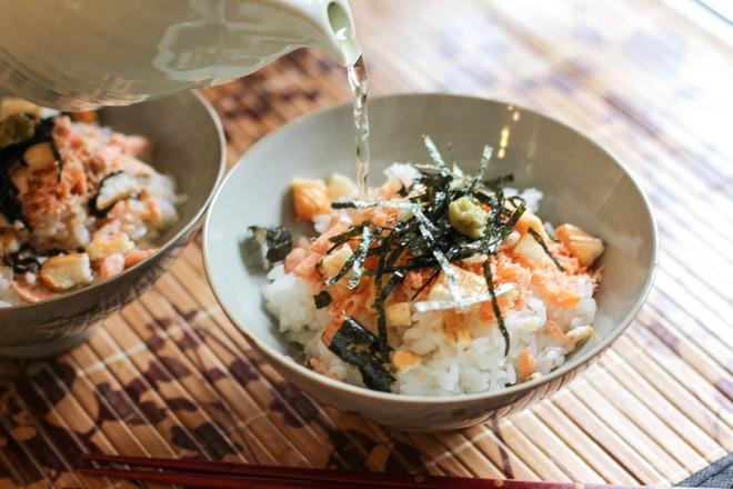 Không để ý thì không nhận ra người Nhật thích cơm đến mức sáng tạo ra muôn vàn món cơm nổi tiếng như thế này - Ảnh 4.