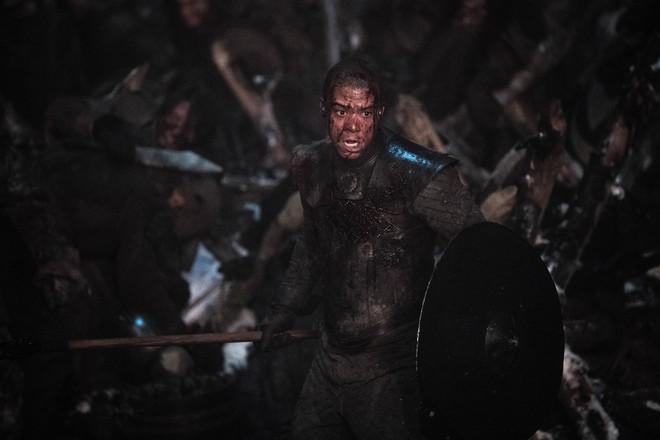 Chỉ với một tập phim, Game of Thrones mùa 8 đã phá nát cả 9 năm xây dựng - ảnh 3