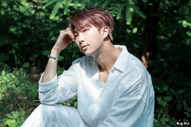 Thánh tiên tri Kbiz khiến công chúng rùng mình: Big Bang phán đúng về thảm cảnh Seungri nhưng vẫn chào thua BTS - Ảnh 1.