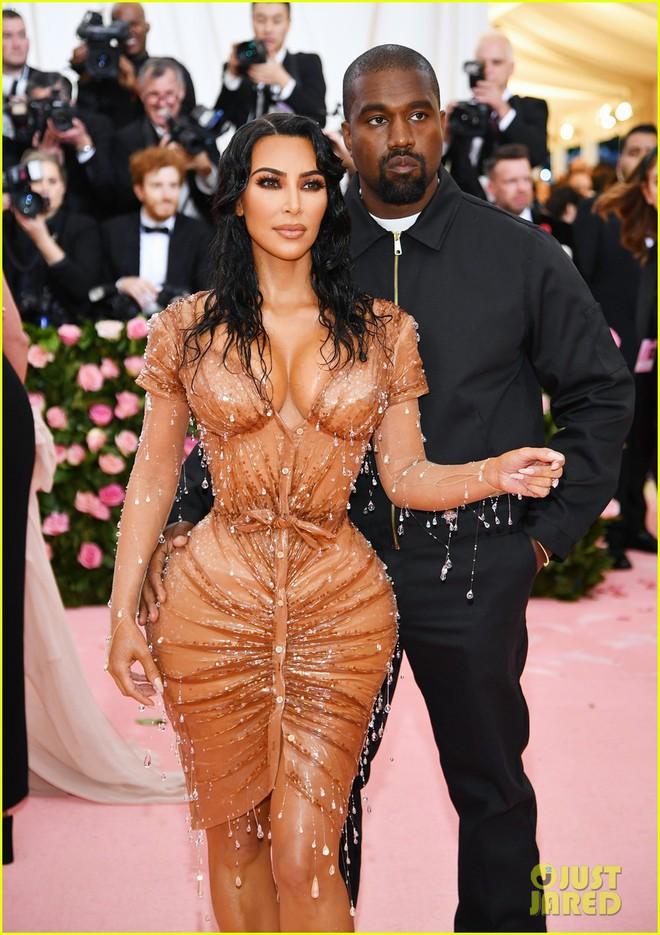 Hội chị em chuyên làm lố nhà Kardashian gây thất vọng ở Met Gala 2019: Sến rện, may có body đốt mắt kéo lại! - ảnh 4