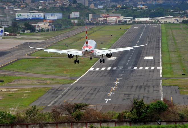 9 sân bay tọa lạc ở nơi chênh vênh hiểm trở như tận cùng thế giới, vị trí thứ 8 mang tên Cristiano Ronaldo - ảnh 6