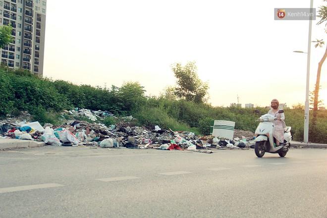 Chùm ảnh: Vừa hoạt động 3 tháng, con đường mang tên nhà tư sản Trịnh Văn Bô đã ngập ngụa rác thải - ảnh 14