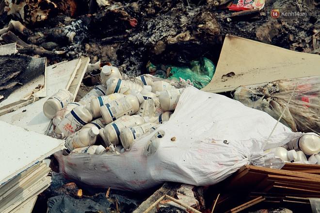 Chùm ảnh: Vừa hoạt động 3 tháng, con đường mang tên nhà tư sản Trịnh Văn Bô đã ngập ngụa rác thải - ảnh 7