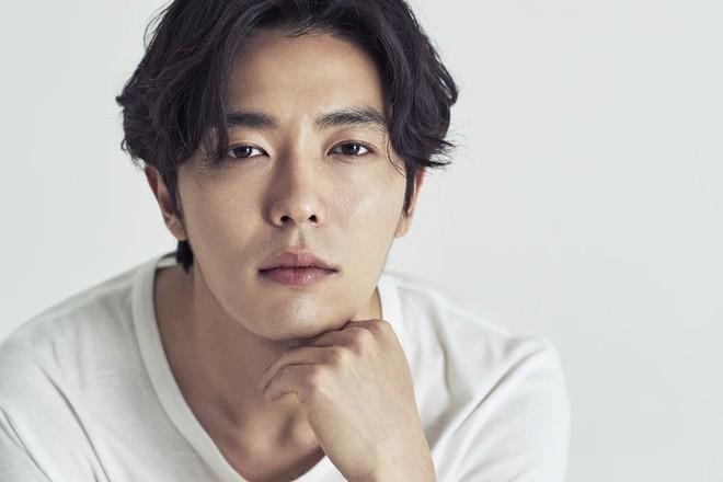 6 chàng trai làm trùm top hôn giỏi xứ Hàn: Ji Chang Wook cũng phải chào thua màn đưa môi bạo liệt cuối cùng - ảnh 1