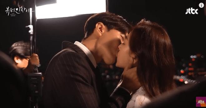 6 chàng trai làm trùm top hôn giỏi xứ Hàn: Ji Chang Wook cũng phải chào thua màn đưa môi bạo liệt cuối cùng - ảnh 18