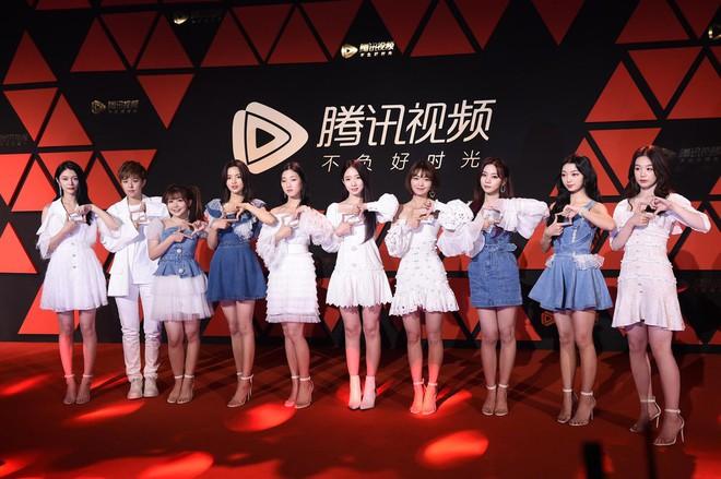 Sự kiện Tencent: Quân đoàn Rocket Girls đổ bộ thảm đỏ chiếm spotlight, Phó Hằng Hứa Khải tuột dốc nhan sắc - Ảnh 1.