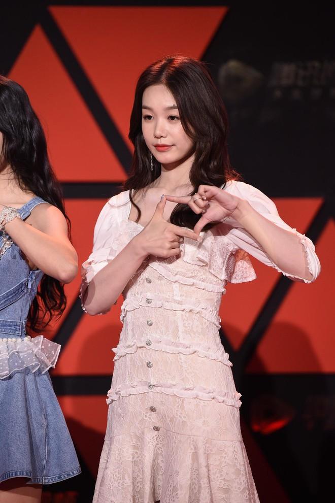 Sự kiện Tencent: Quân đoàn Rocket Girls đổ bộ thảm đỏ chiếm spotlight, Phó Hằng Hứa Khải tuột dốc nhan sắc - Ảnh 6.