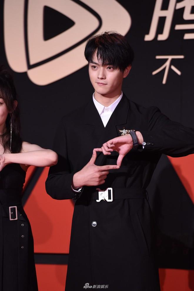 Sự kiện Tencent: Quân đoàn Rocket Girls đổ bộ thảm đỏ chiếm spotlight, Phó Hằng Hứa Khải tuột dốc nhan sắc - Ảnh 14.