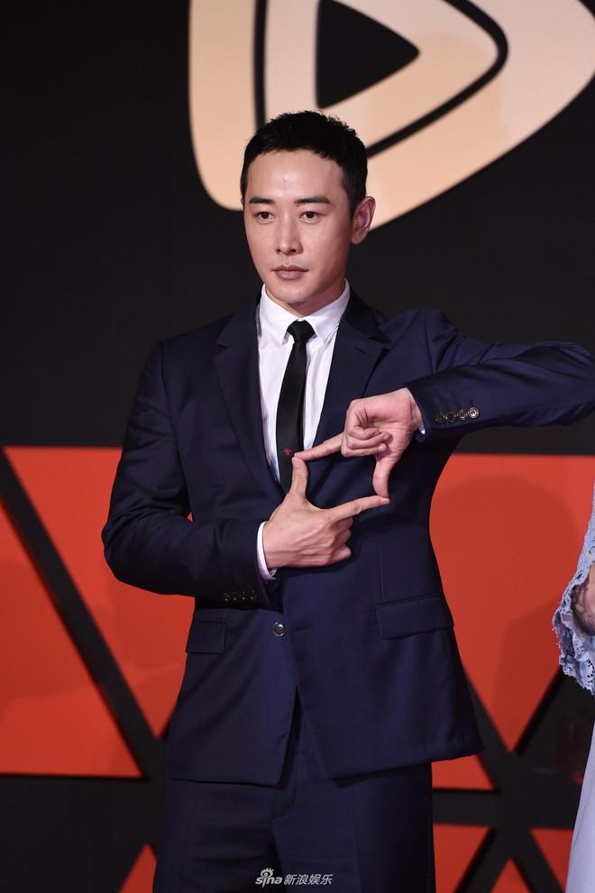 Sự kiện Tencent: Quân đoàn Rocket Girls đổ bộ thảm đỏ chiếm spotlight, Phó Hằng Hứa Khải tuột dốc nhan sắc - Ảnh 20.