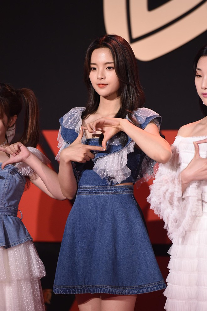 Sự kiện Tencent: Quân đoàn Rocket Girls đổ bộ thảm đỏ chiếm spotlight, Phó Hằng Hứa Khải tuột dốc nhan sắc - Ảnh 4.