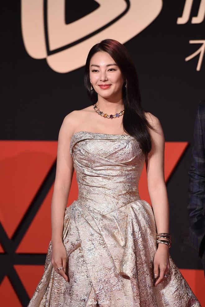 Sự kiện Tencent: Quân đoàn Rocket Girls đổ bộ thảm đỏ chiếm spotlight, Phó Hằng Hứa Khải tuột dốc nhan sắc - Ảnh 15.