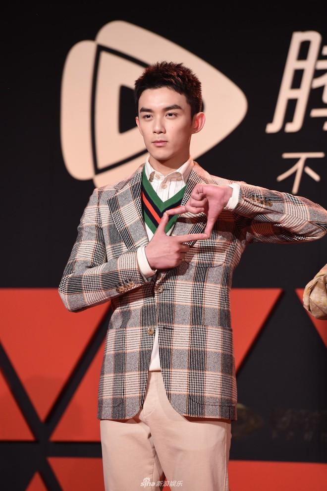 Sự kiện Tencent: Quân đoàn Rocket Girls đổ bộ thảm đỏ chiếm spotlight, Phó Hằng Hứa Khải tuột dốc nhan sắc - Ảnh 18.
