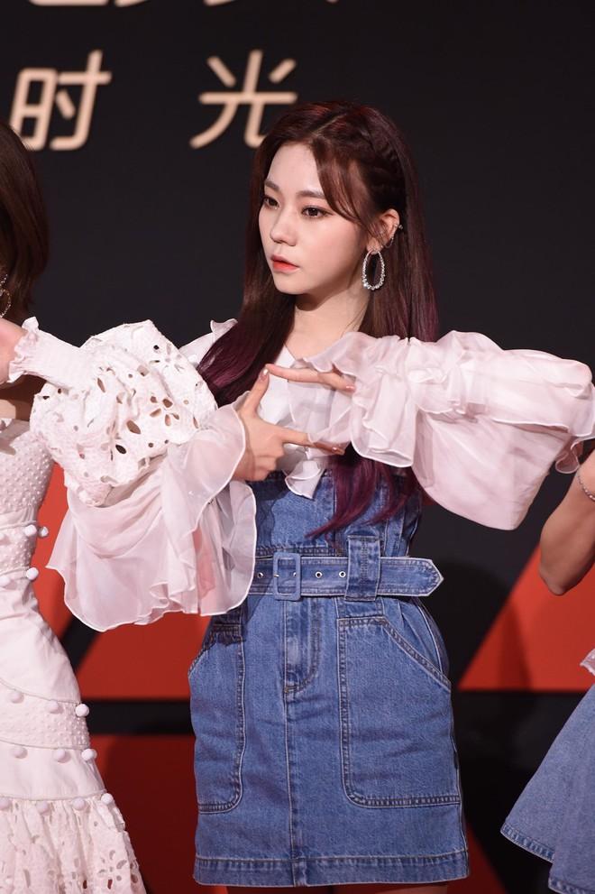 Sự kiện Tencent: Quân đoàn Rocket Girls đổ bộ thảm đỏ chiếm spotlight, Phó Hằng Hứa Khải tuột dốc nhan sắc - Ảnh 8.