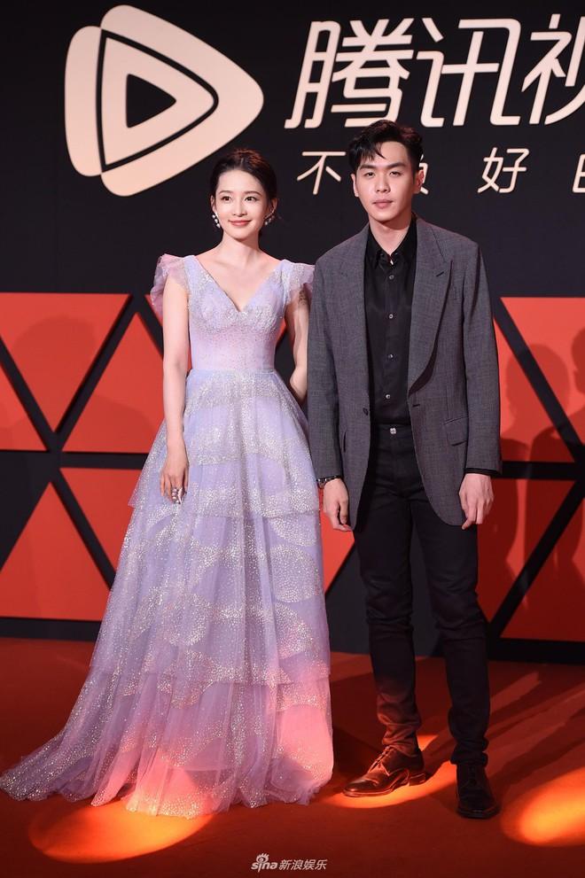Sự kiện Tencent: Quân đoàn Rocket Girls đổ bộ thảm đỏ chiếm spotlight, Phó Hằng Hứa Khải tuột dốc nhan sắc - Ảnh 17.