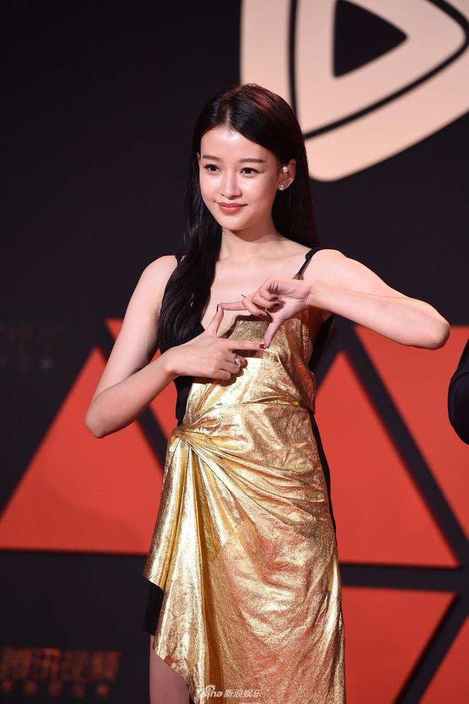Sự kiện Tencent: Quân đoàn Rocket Girls đổ bộ thảm đỏ chiếm spotlight, Phó Hằng Hứa Khải tuột dốc nhan sắc - Ảnh 19.