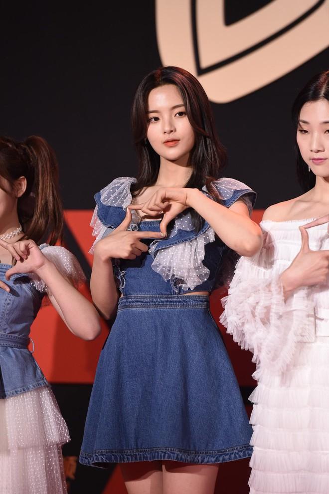 Sự kiện Tencent: Quân đoàn Rocket Girls đổ bộ thảm đỏ chiếm spotlight, Phó Hằng Hứa Khải tuột dốc nhan sắc - Ảnh 3.