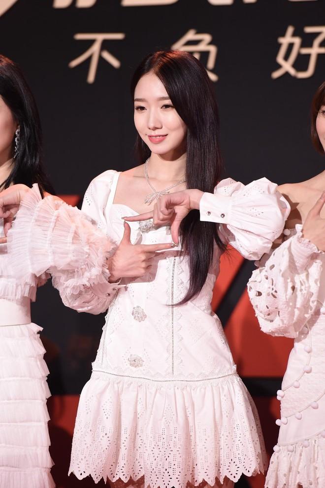 Sự kiện Tencent: Quân đoàn Rocket Girls đổ bộ thảm đỏ chiếm spotlight, Phó Hằng Hứa Khải tuột dốc nhan sắc - Ảnh 2.