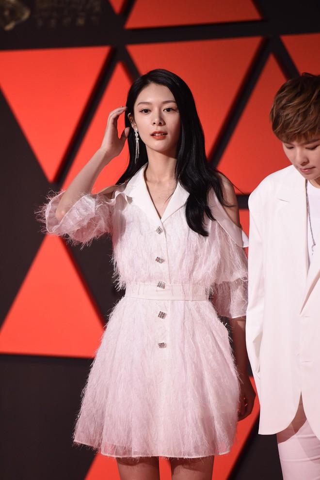 Sự kiện Tencent: Quân đoàn Rocket Girls đổ bộ thảm đỏ chiếm spotlight, Phó Hằng Hứa Khải tuột dốc nhan sắc - Ảnh 12.