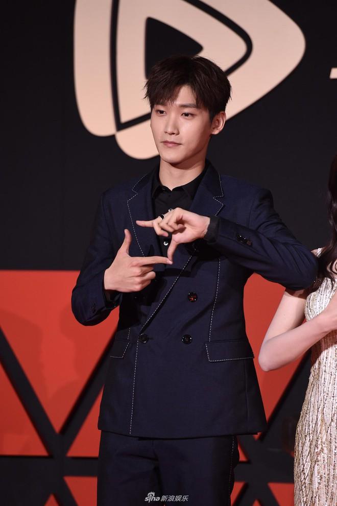 Sự kiện Tencent: Quân đoàn Rocket Girls đổ bộ thảm đỏ chiếm spotlight, Phó Hằng Hứa Khải tuột dốc nhan sắc - Ảnh 22.