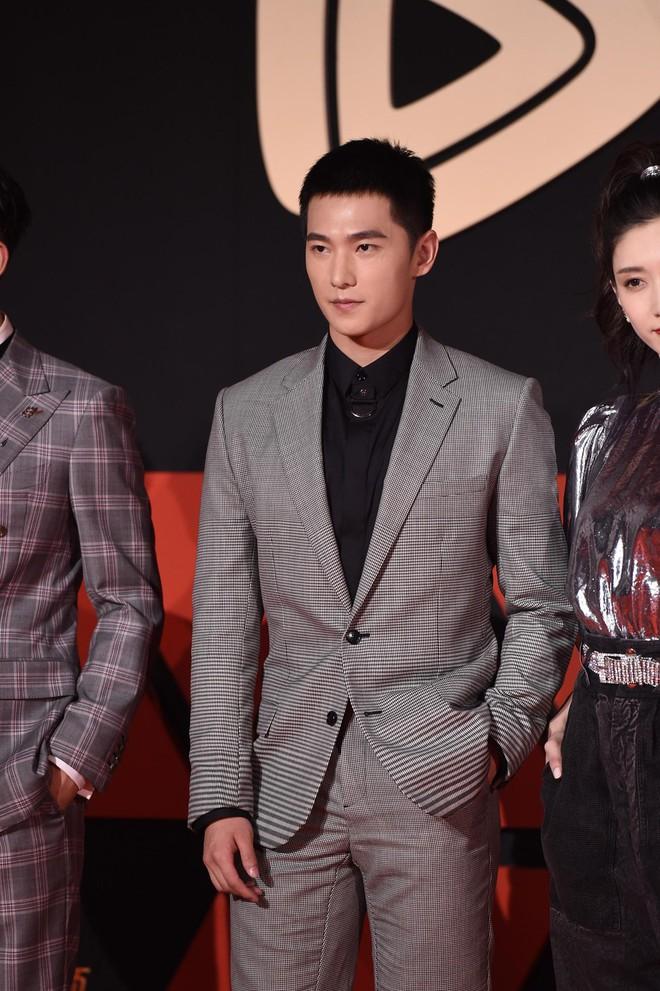 Sự kiện Tencent: Quân đoàn Rocket Girls đổ bộ thảm đỏ chiếm spotlight, Phó Hằng Hứa Khải tuột dốc nhan sắc - Ảnh 13.
