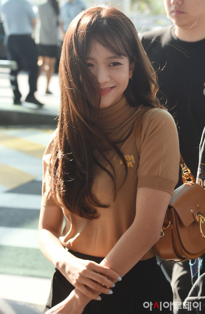 Trời ơi, BLACKPINK lại gây náo loạn sân bay: Jennie và Jisoo xuất thần, vòng eo khó tin của Lisa chiếm trọn spotlight - Ảnh 10.