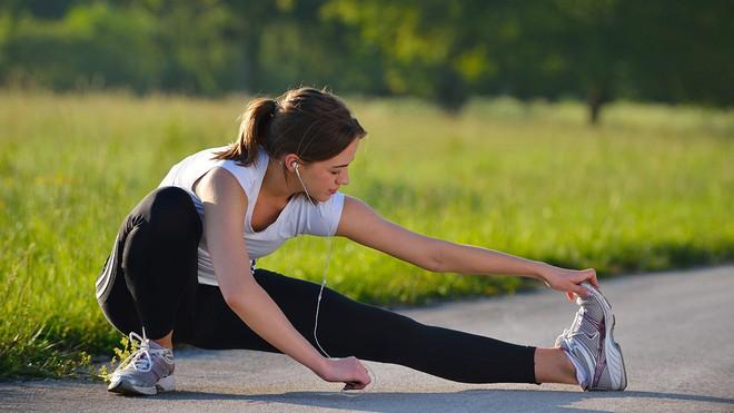 Nghiên cứu cho thấy: Không tập thể dục có thể gây tổn hại sức khỏe hơn cả hút thuốc, bệnh tiểu đường hay tim mạch - Ảnh 1.