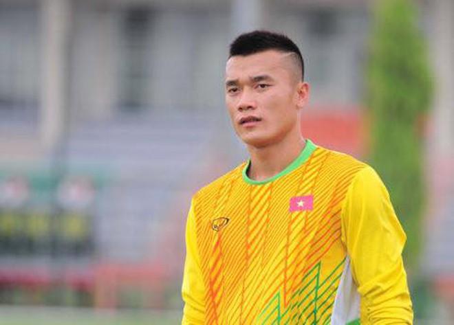 Ngày hè oi ả, cùng điểm danh những kiểu đầu húi cua của dàn tuyển thủ Việt - ảnh 2