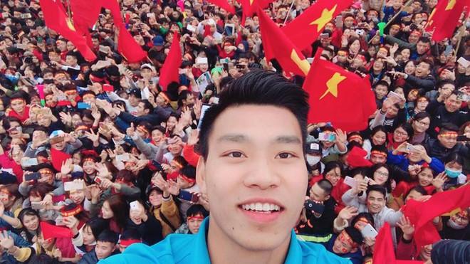Đăng ảnh thả thính, Văn Thanh bị netizen tố trang điểm và photoshop quá đà đến mức mất cả điểm đặc trưng này - ảnh 6