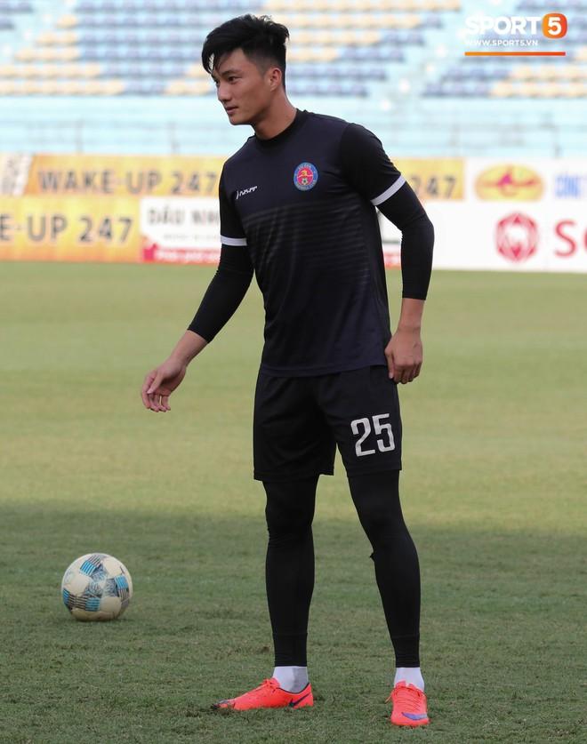 Tiến bộ thần tốc, cựu thủ môn điển trai của U23 Việt Nam vẫn khiêm tốn trước cuộc đọ sức với Hà Nội FC - ảnh 7