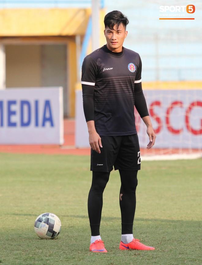 Tiến bộ thần tốc, cựu thủ môn điển trai của U23 Việt Nam vẫn khiêm tốn trước cuộc đọ sức với Hà Nội FC - ảnh 6