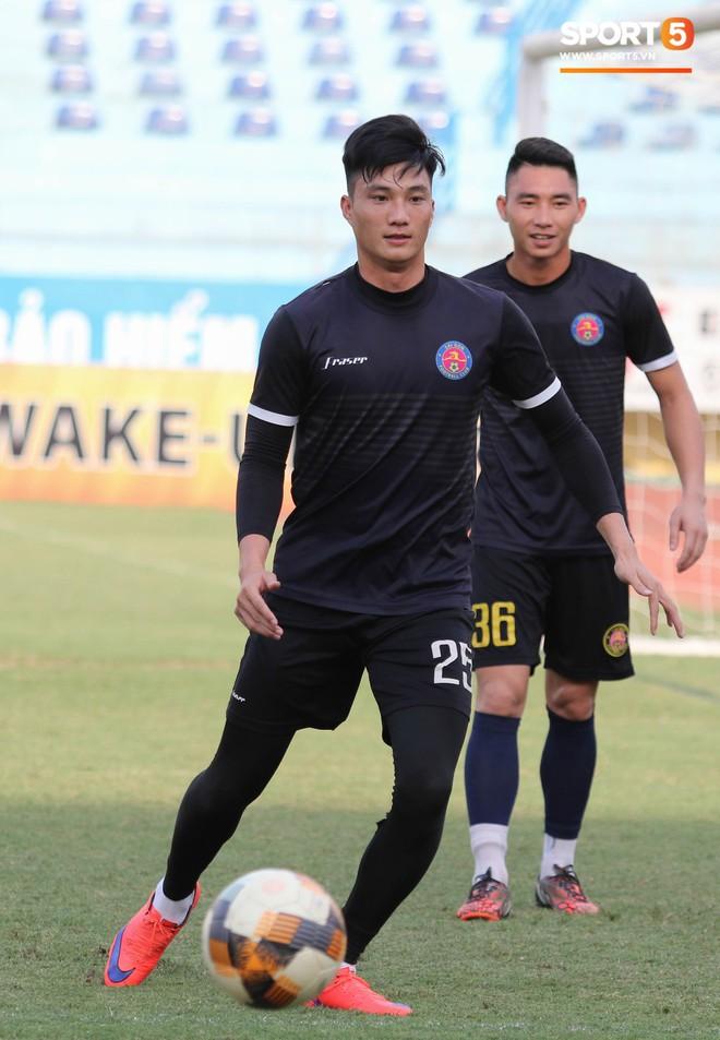 Tiến bộ thần tốc, cựu thủ môn điển trai của U23 Việt Nam vẫn khiêm tốn trước cuộc đọ sức với Hà Nội FC - ảnh 1