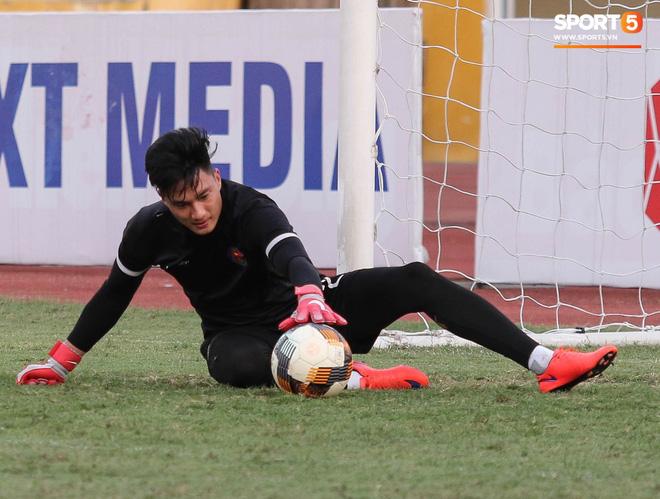 Tiến bộ thần tốc, cựu thủ môn điển trai của U23 Việt Nam vẫn khiêm tốn trước cuộc đọ sức với Hà Nội FC - ảnh 4