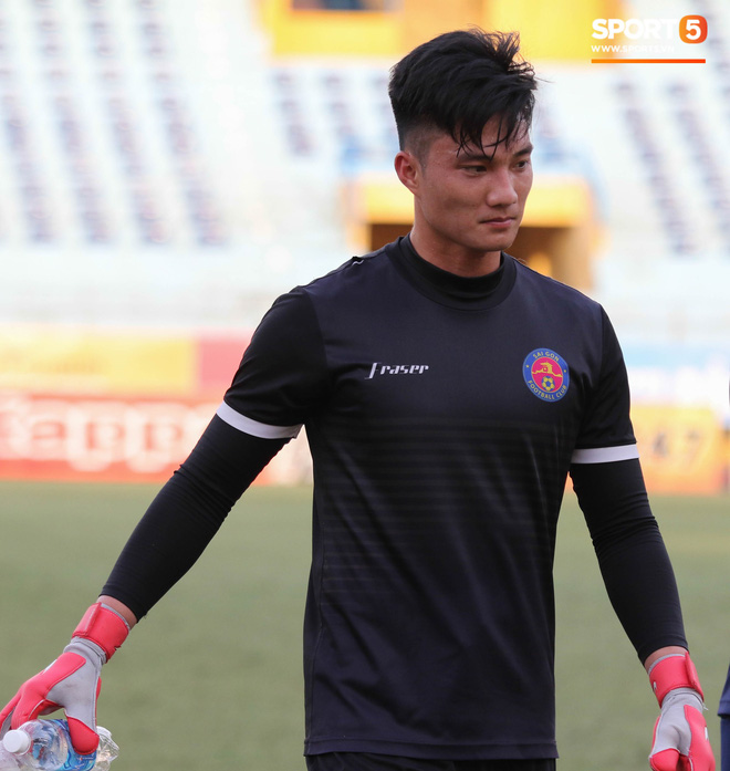 Tiến bộ thần tốc, cựu thủ môn điển trai của U23 Việt Nam vẫn khiêm tốn trước cuộc đọ sức với Hà Nội FC - ảnh 3
