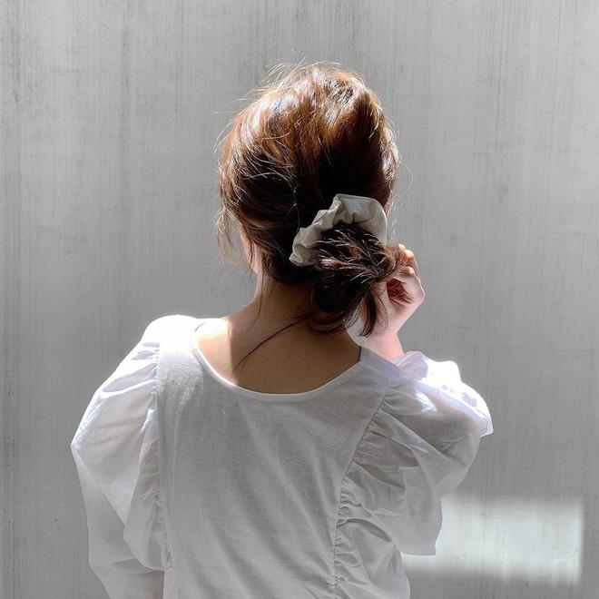 Nàng nào cũng nhuộm tóc nhưng không phải ai cũng biết bí quyết đơn giản giữ màu nhuộm bóng đẹp long lanh - ảnh 3